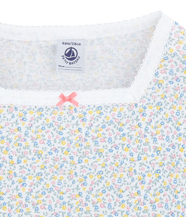 Eng anliegender kurzer Mädchen-Schlafanzug